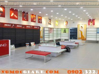 Đóng tủ kệ shop thời trang, nội thất cửa hàng bán quần áo