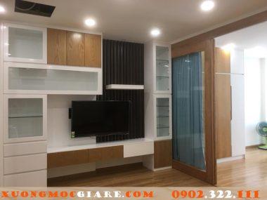 Thiết kế kệ tivi chung cư đẹp ở quận 7 bằng gỗ an cường