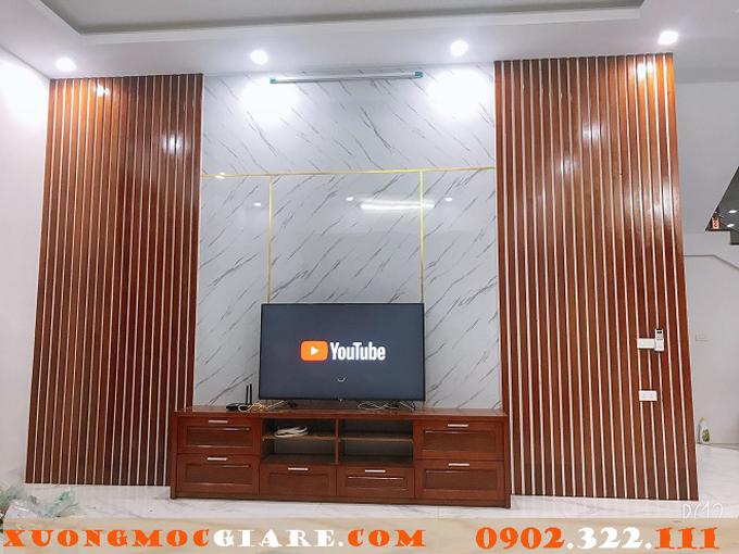 kệ tivi kết hợp lam gỗ trang trí