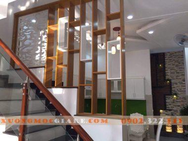Lam gỗ trang trí phòng khách, cầu thang xu hướng mới