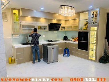 Tủ bếp gỗ mdf chống ẩm phủ acrylic màu kem quận 12