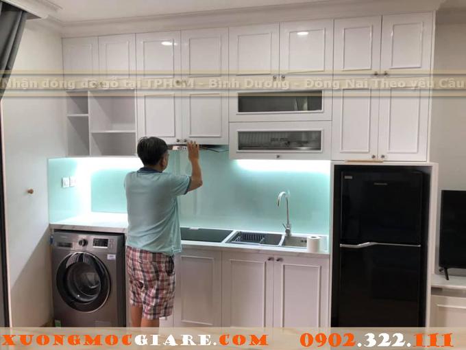 tủ bếp tân cổ điển màu trắng đẹp