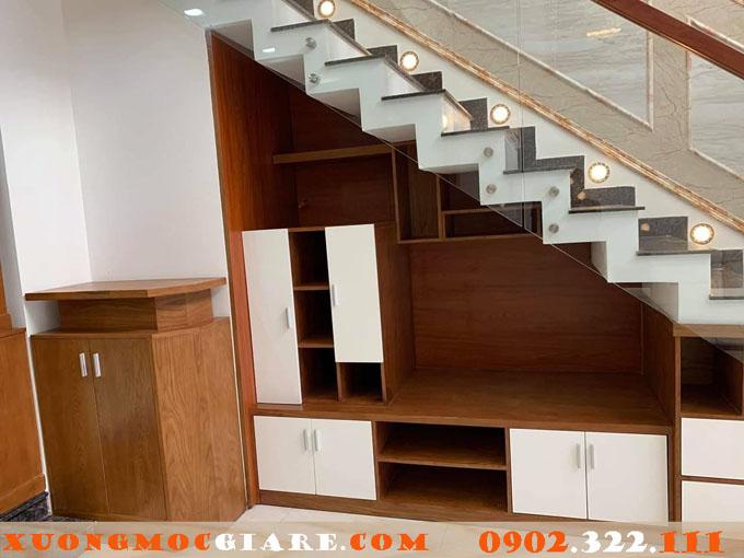 tủ gầm cầu thang kết hợp tivi